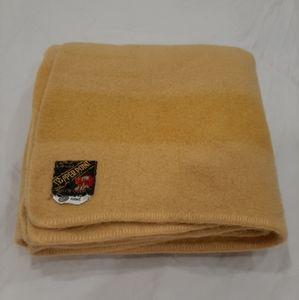 Eaton's Trapper point wool blanket